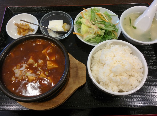 鑫源餃子の麻婆豆腐定食