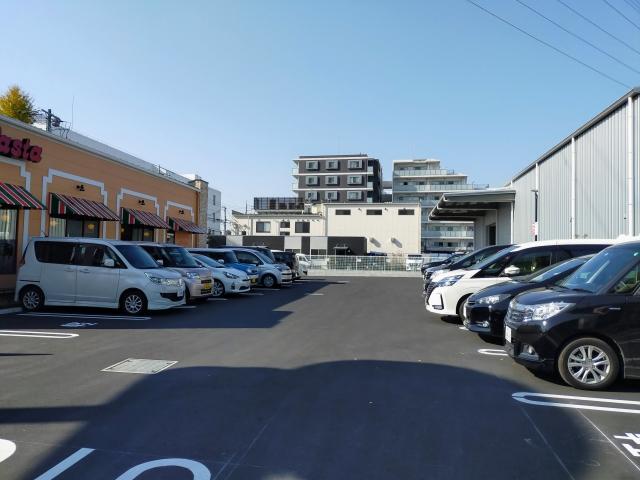 ジョリーパスタ昭島店の駐車場